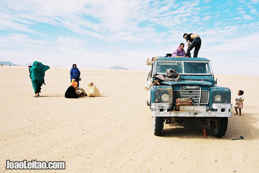 People in Sahara Desert Tracks Sebkhet Oum way to Bir Moghrein, Northern Mauritania