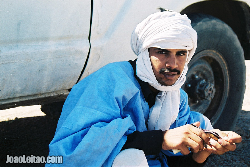 Man with turban near 4WD in Choum, Mauritania