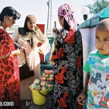 People buying apples near Tashkent, Uzbekistan - Central Asia
