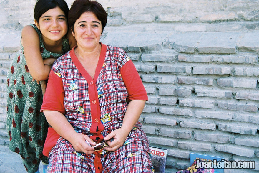 Mother and daughter in Bukhara, Uzbekistan - Central Asia