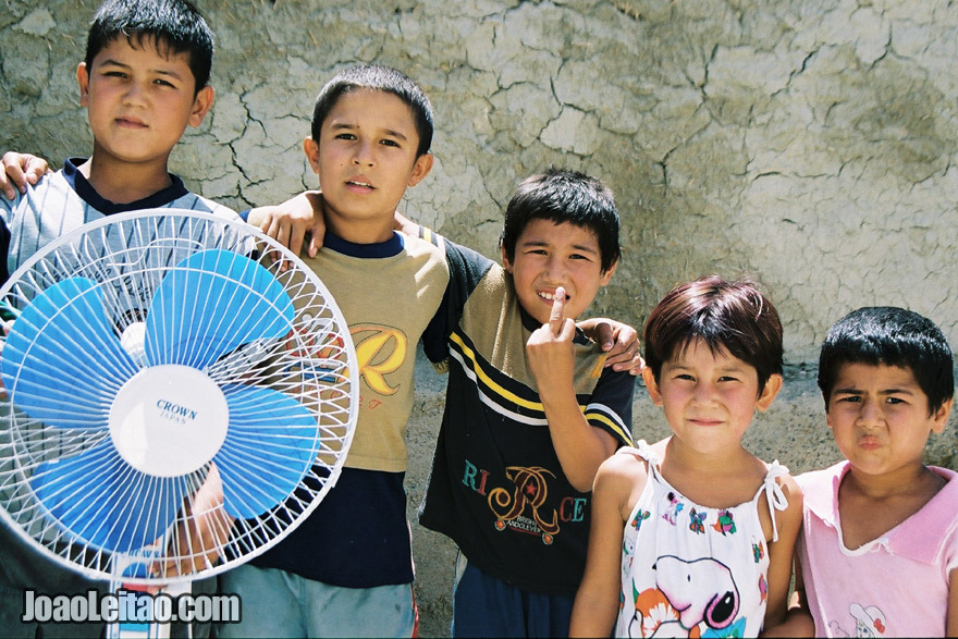 Children posing in Bukhara, Uzbekistan - Central Asia