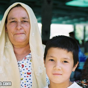 Woman and young girl in Bukhara, Uzbekistan - Central Asia